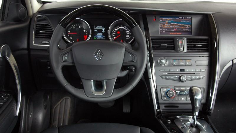 Renault Latitude 2.0 dCi aut. teszt - Pislogás, hiába
