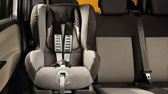 szabad ülés sedan ahol a férfiak eleget corona
